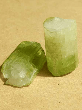 Turmalina Verde - 1 unidad de 3,5 x 1 cm